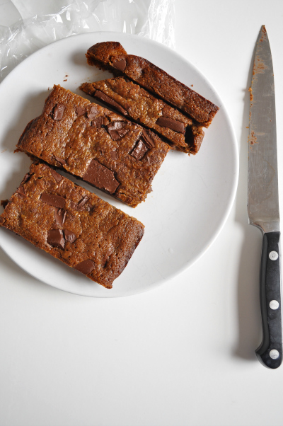 gingerbread-choc-chip-brownie