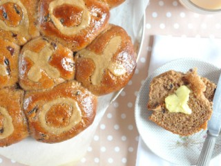 spelt-and-date-hot-cross-buns